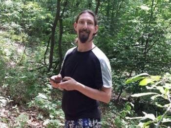 Damian 37 éves társkereső profilképe
