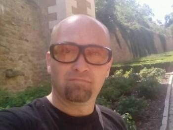 iozsef 47 éves társkereső profilképe