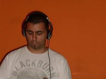tomcrow19 34 éves társkereső profilképe