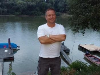 szey 42 éves társkereső profilképe