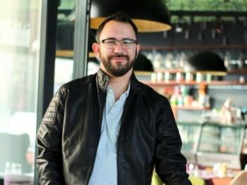 feco8805 33 éves társkereső profilképe