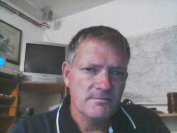 50 éves férfi, 21 éves társkereső