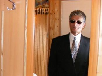 fender 64 éves társkereső profilképe