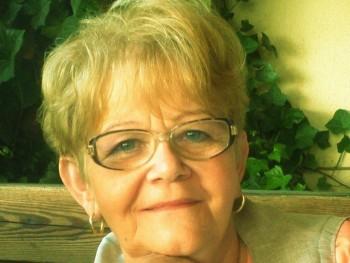 Julia 75 éves társkereső profilképe