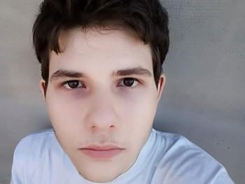 tomtom994386 21 éves társkereső profilképe