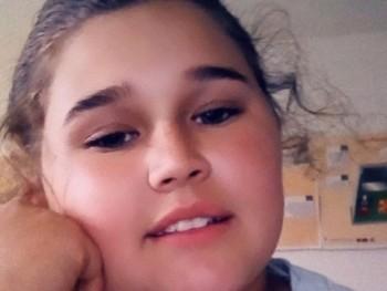 Hucz Nikoletta 17 éves társkereső profilképe