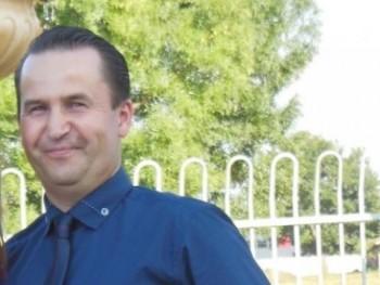 Férfi46 47 éves társkereső profilképe