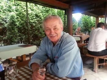 Bizakodó 65 éves társkereső profilképe