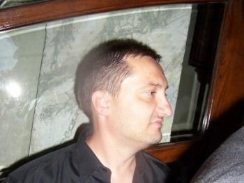 Lázadó 48 éves társkereső profilképe