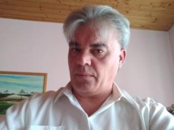 Milánói 49 éves társkereső profilképe