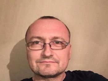 ezredes 44 éves társkereső profilképe