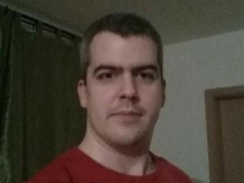 Expert 45 éves társkereső profilképe