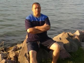Páratlan 50 éves társkereső profilképe