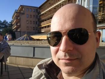Atakan 39 éves társkereső profilképe