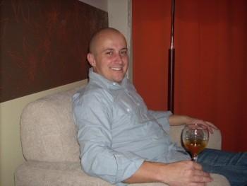Alek 35 éves társkereső profilképe
