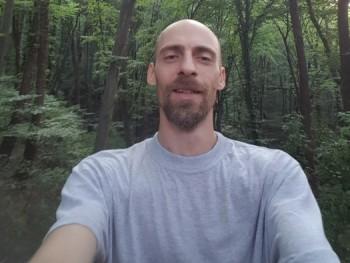 Neutral 45 éves társkereső profilképe