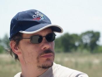 szabcsa 38 éves társkereső profilképe