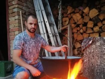 Tom334 31 éves társkereső profilképe