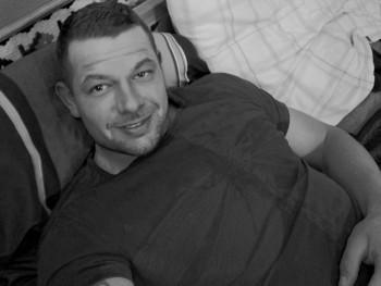Dulingo 32 éves társkereső profilképe