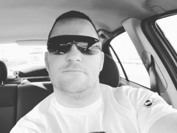 Experto 36 éves társkereső profilképe