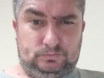 szörmók 42 éves társkereső profilképe