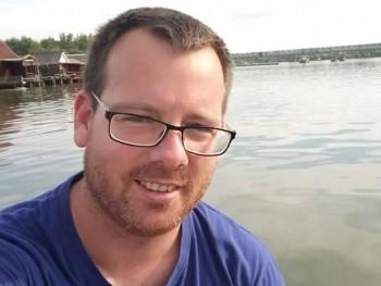 Tomi8812 32 éves társkereső profilképe