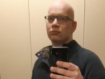 poganyviktor 26 éves társkereső profilképe