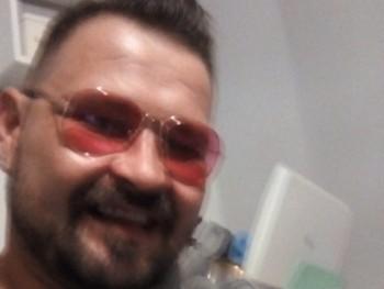 Constantin 36 éves társkereső profilképe