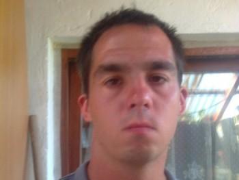 traktoros 28 éves társkereső profilképe