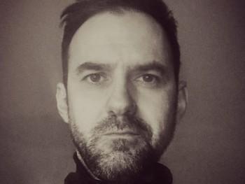 Novecento 44 éves társkereső profilképe