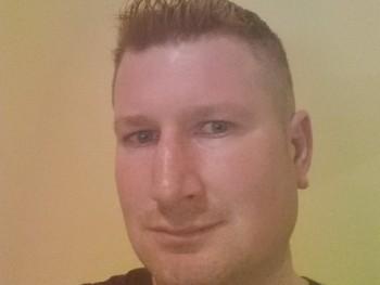 andris02 32 éves társkereső profilképe