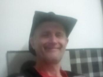 Kalapos 59 éves társkereső profilképe