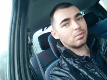 Akos23 28 éves társkereső profilképe