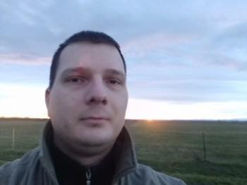 Fodek 30 éves társkereső profilképe