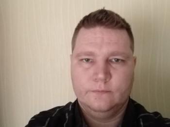 Porszem 35 éves társkereső profilképe
