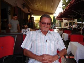 Artúr 58 éves társkereső profilképe
