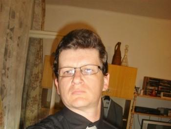 Kulesz 40 éves társkereső profilképe