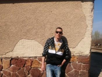 Karel 27 éves társkereső profilképe