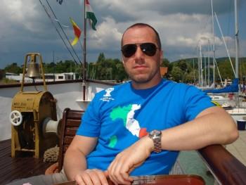 LAM 45 éves társkereső profilképe