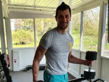 Aaron 32 éves társkereső profilképe