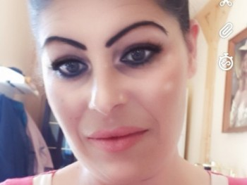 lejla varadi 32 éves társkereső profilképe