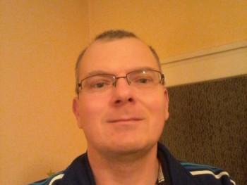 pityuka0000 43 éves társkereső profilképe