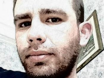 Robeee 30 éves társkereső profilképe