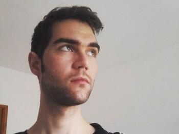 aron93 26 éves társkereső profilképe