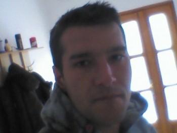 zolcsy 26 éves társkereső profilképe