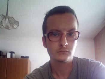 zsolesz093 27 éves társkereső profilképe