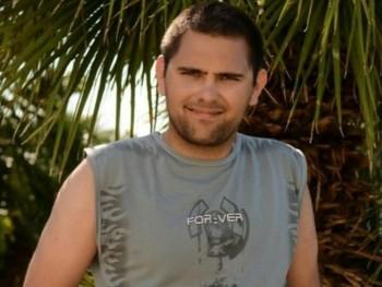 Klupy 29 éves társkereső profilképe
