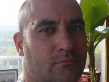 társkereső férfi pár társkereső ölelés sugárút