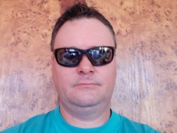 gazember 44 éves társkereső profilképe