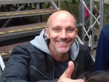 valentin9a 51 éves társkereső profilképe